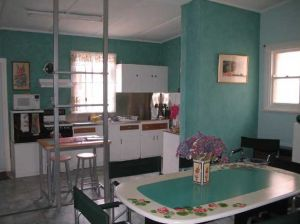 Lavender and Lace Cottage - Palm Beach Accommodation