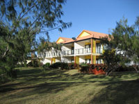 Coral Cove Resort  Golf Club - Palm Beach Accommodation