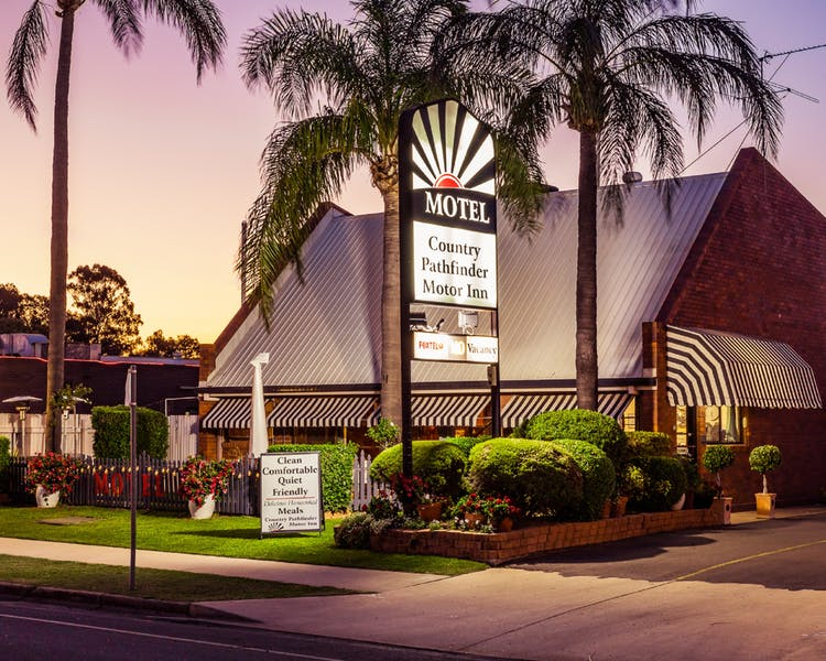Country Pathfinder Motor Inn - Palm Beach Accommodation