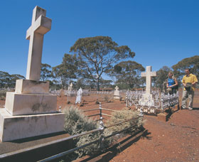 Old Pioneer Cemetery Coolgardie - Palm Beach Accommodation