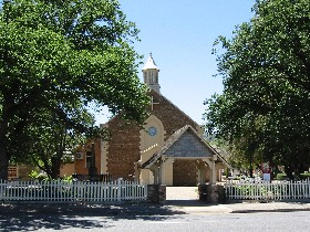 St George Church and Cemetery Tours - Palm Beach Accommodation