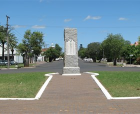 War Memorial and Heroes Avenue - Palm Beach Accommodation