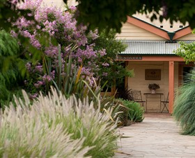 Baileys of Glenrowan - Palm Beach Accommodation