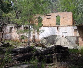 Newnes Shale Oil Ruins - Palm Beach Accommodation