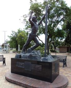 Miners Memorial Statue - Palm Beach Accommodation