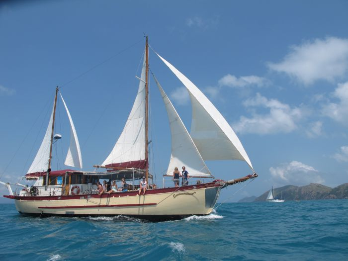 Adventure Cruise Dive and Outer Reef - Whitsundays Sailing Adventures - Palm Beach Accommodation