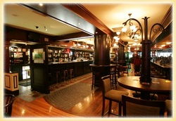 Waxy's Irish Pub - Palm Beach Accommodation