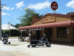 Albion Hotel Swifts Creek - Palm Beach Accommodation