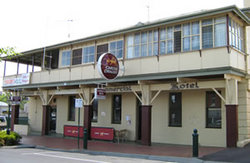 Commercial Hotel Alexandra - Palm Beach Accommodation