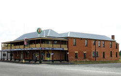 Bundarra Hotel - Palm Beach Accommodation