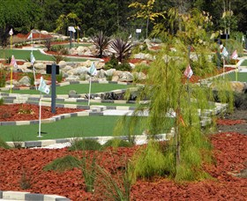Hole Mini Golf - Club Husky