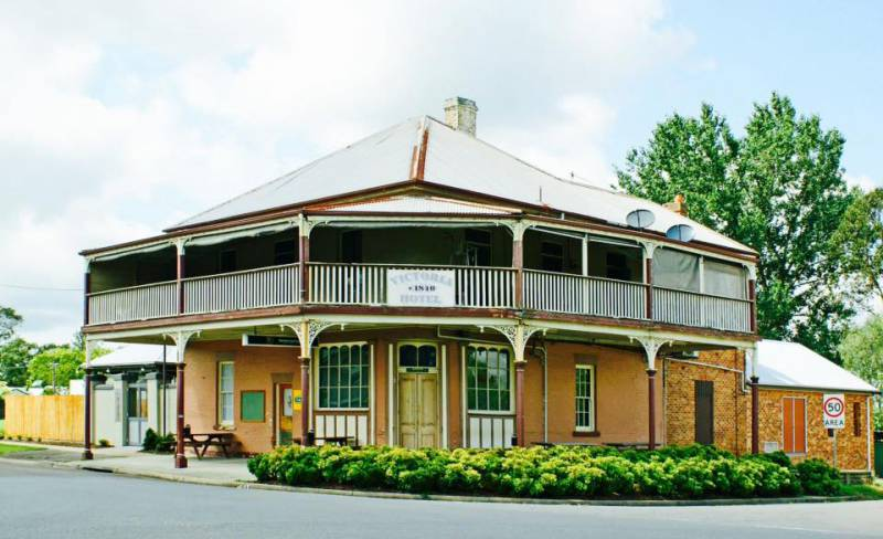 The Victoria Hotel Hinton - Palm Beach Accommodation