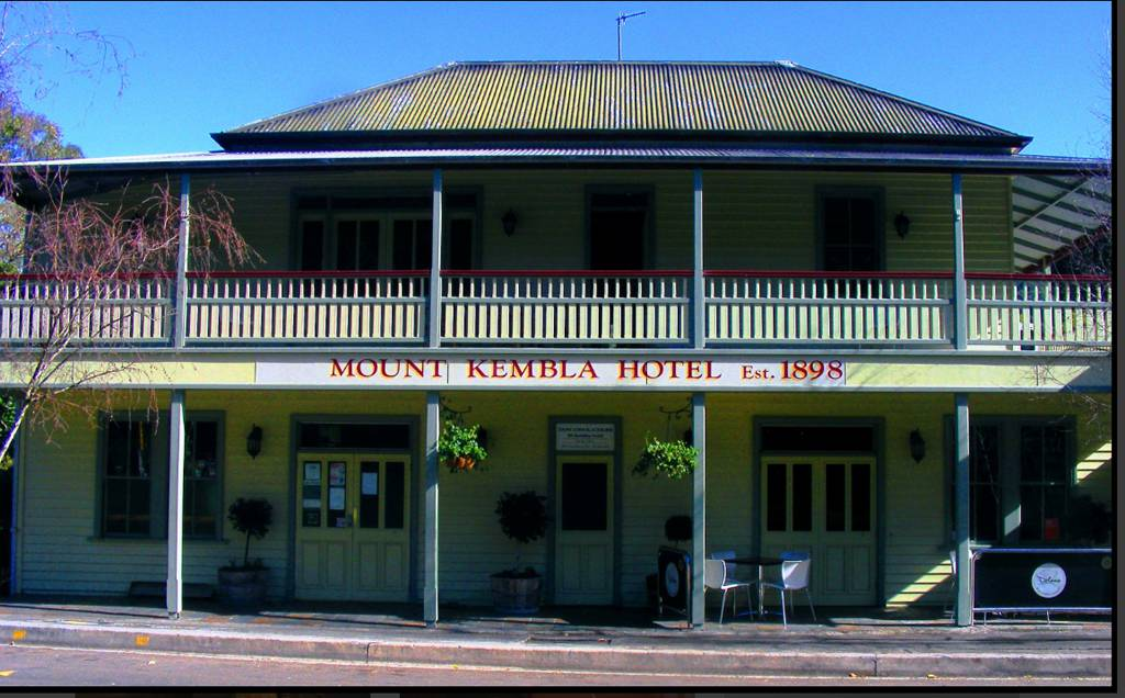 Mount Kembla Village Hotel - Palm Beach Accommodation