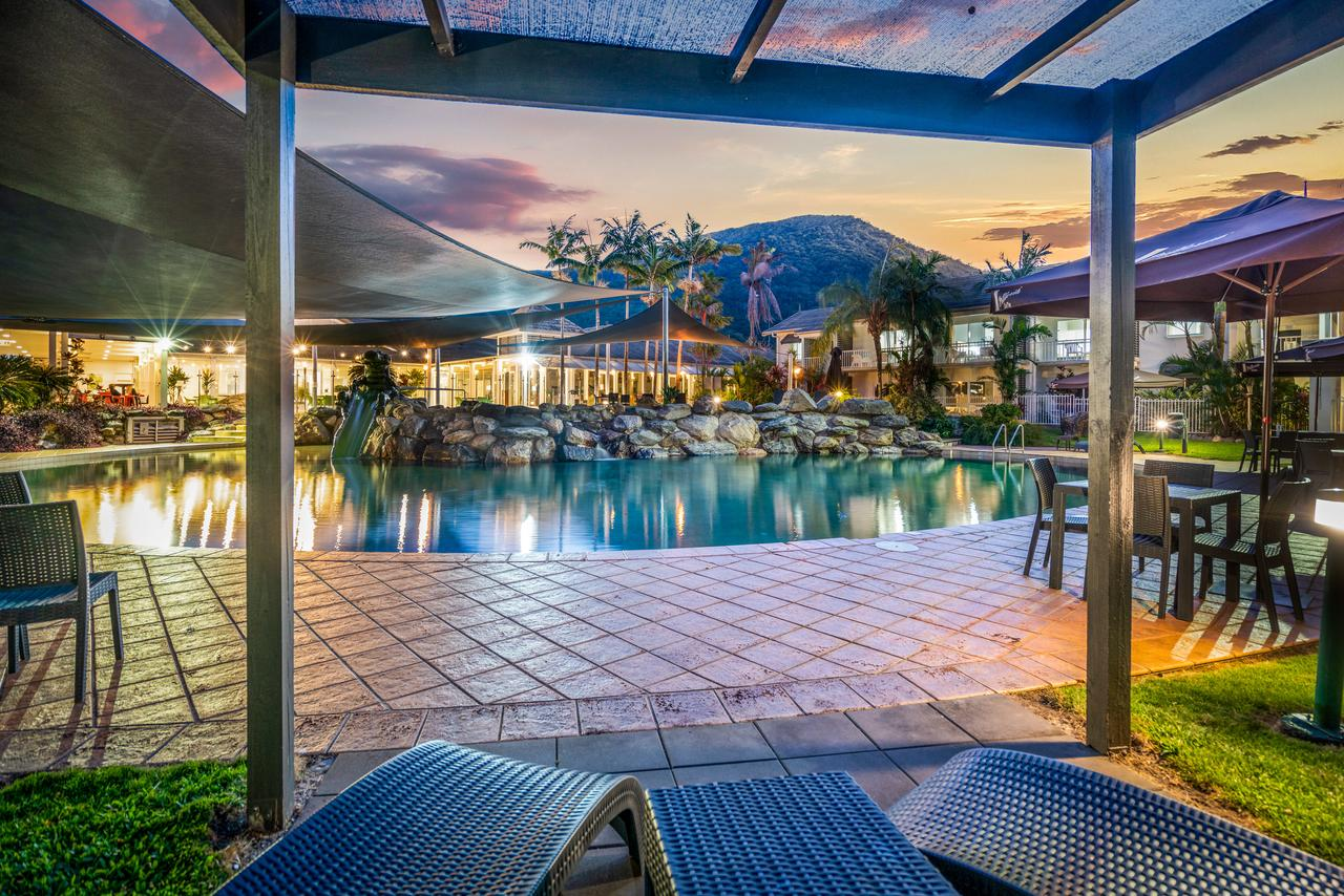 Hotel Grand Chancellor Palm Cove - Palm Beach Accommodation